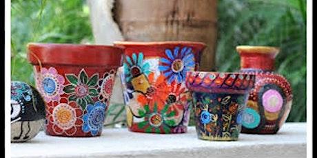 Taller infantil pintando sobre ceramica entradas