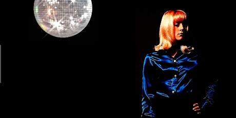 Des Was a Bowie Fan / Via Radio tickets