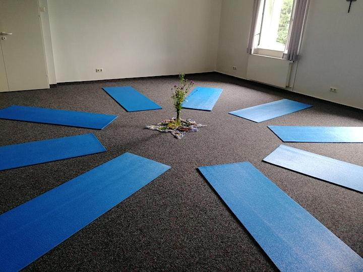 Atem-Yoga Retreat im Bay. Wald: Bild