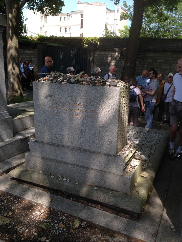 Oscar Wilde, Edith Piaf, and More in Paris' Père Lachaise Cemetery image