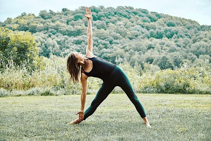 Claudie est Kinésiologue et professeure de yoga certifiée avec plus de 800 heures de formations continues. Avec une approche holistique à la fois physique et spirituelle, elle se spécialise dans le yin yoga, la méditation et dans l'expérience de la philosophie du yoga et des sagesses autochtones au quotidien. Elle incarne et inspire le changement vers une plus grande authenticité et expression de sa nature unique. Elle guide avec bienveillance et douceur pour inviter les gens à se connecter à l'instant présent, se découvrir et se sentir plus libre sur tous les plans.