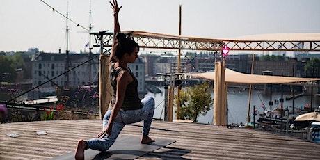 Zomerflow yoga op het dak van NEMO | Prijs is incl 1 x consumptie tickets