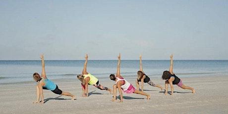 Zomer in Haven: Yoga op het Strand AVOND. 19:00-20:15 tickets