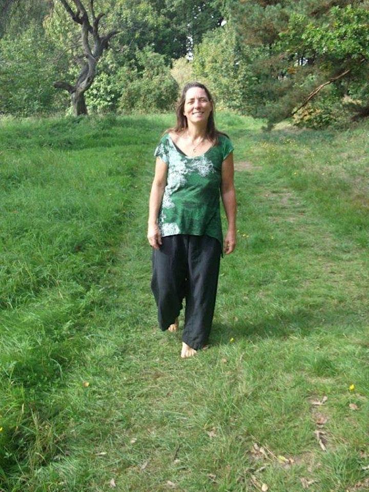 Wellness für die Füße - Barfusswandern und Fußmassage: Bild