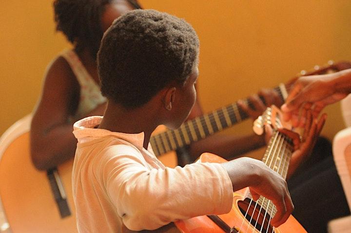 Image pour INITIATION à la guitare AFRO pour ENFANTS