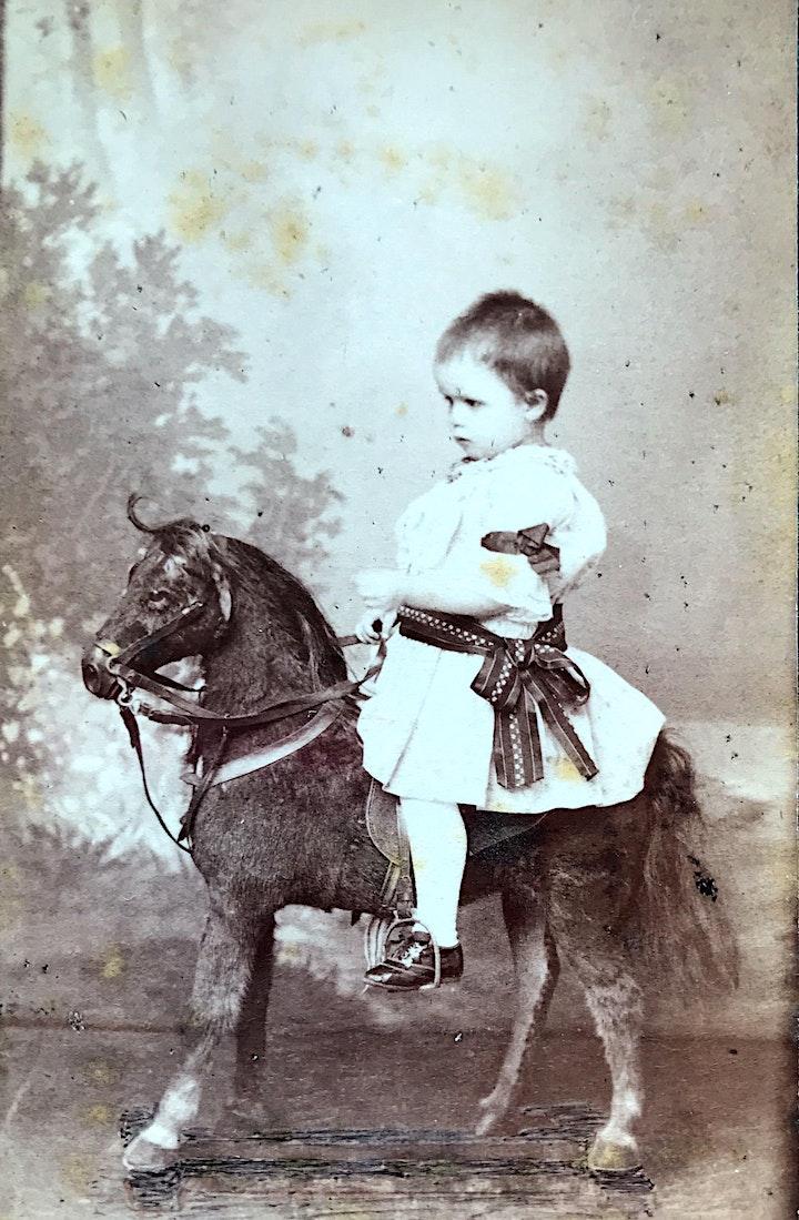 """Lesung@home """"Die Fotografinnen-Saga"""" - der Zauber von einst: Bild"""