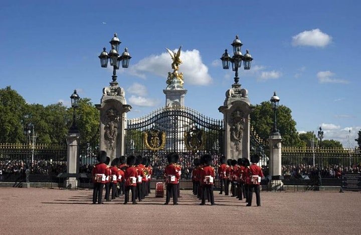 Royal London - we are back- virtually. Parks, palaces and guards to impress image