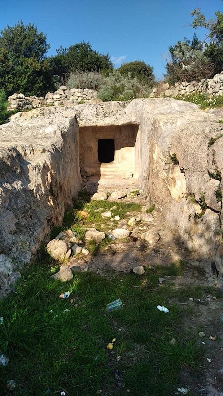 Immagine Domus de janas Noeddale e Ipogeo di Sas Puntas