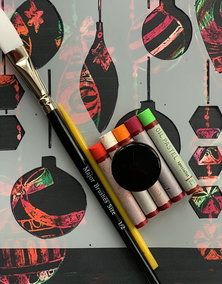DIY Scratchboard Baubles  Kids | Online | Workshop image
