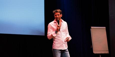 ZWOLLE: Theatercollege Van klacht naar kans - Dokter Juriaan Galavazi & FIA tickets