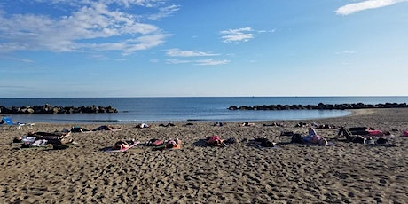 100 Hour Yoga Teacher Training in Italy (Beach) biglietti