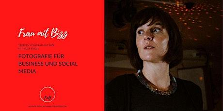 Fotografie für Business und Social Media | Frau mit Bizz tickets