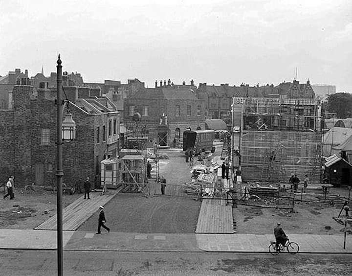 Ealing's Postwar London : from Pimlico to the Blue Lamp image