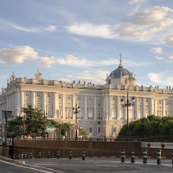 Imagen de Visita al Palacio Real de Madrid y la Catedral y cripta de la Almudena