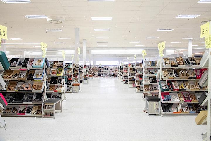 Warehouse Sale ¡Gran inauguración de zapatería! Kildeer, IL image