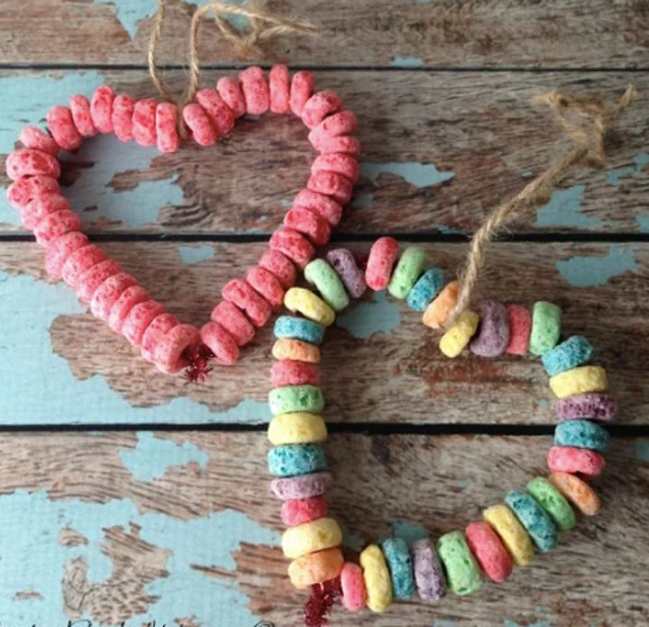 Valentine Pipe Cleaner & Cereal Heart Art Kit image