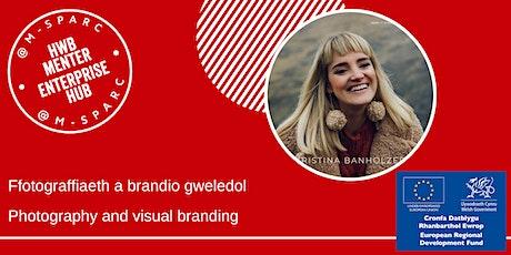 Ffotograffiaeth a brandio gweledol // Photography and visual branding biglietti