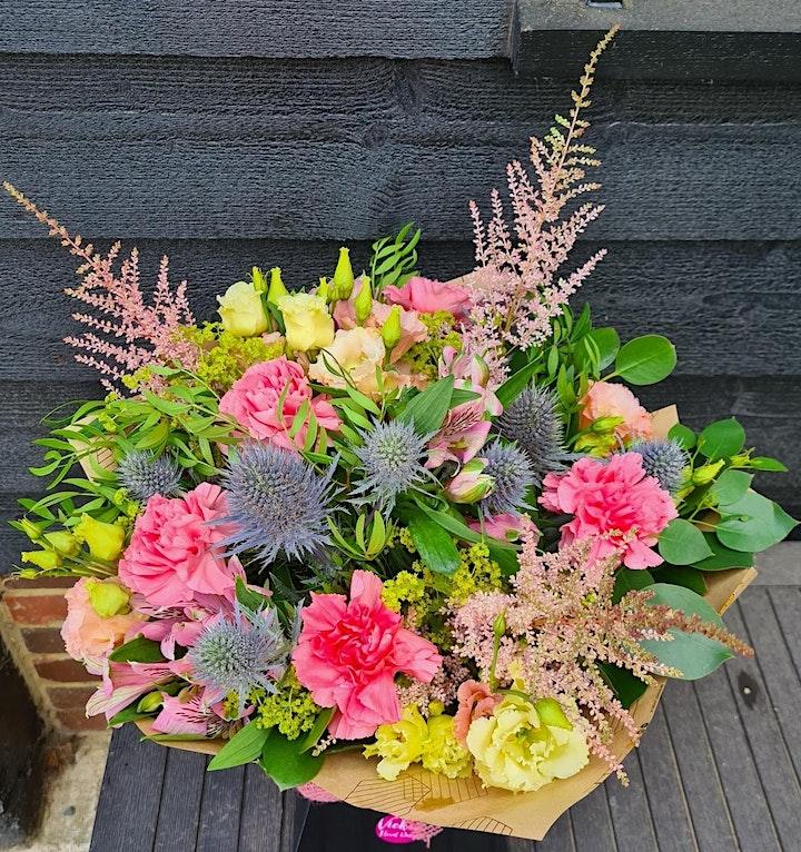 Late summer handtied bouquet workshop image