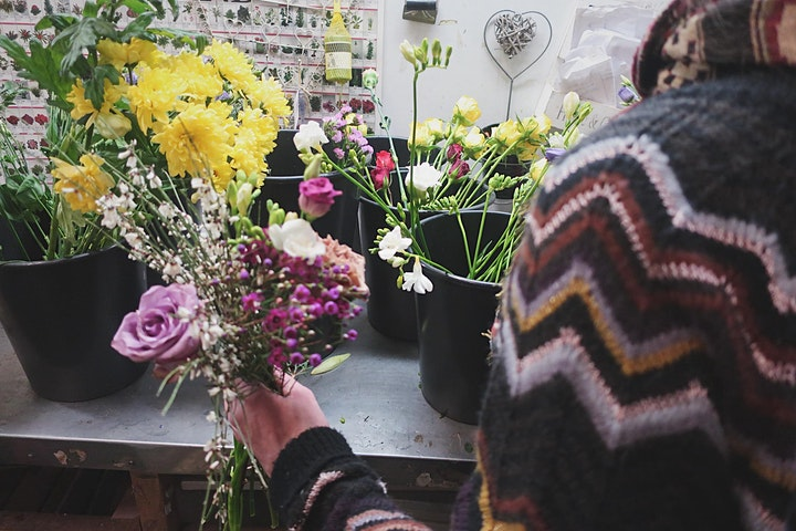 """""""From Rescue Waste Flowers to Bouquets"""" Workshop image"""
