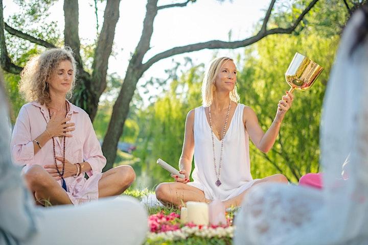 Pleine lune, cercle de méditation de femmes (en français) image