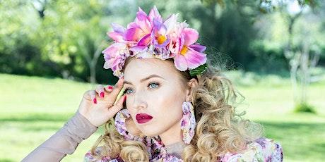 Crea tu propia diadema con flores con Carolina Hernandez tickets