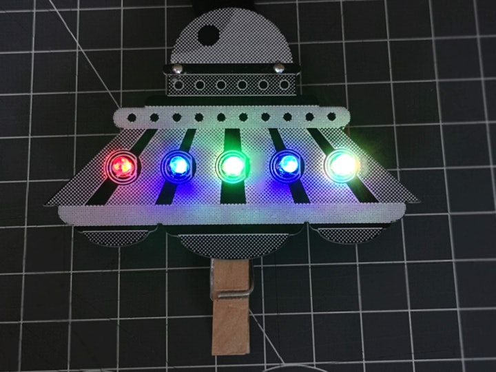 FabLabKids: LabGirls - gemeinsam löten wir Dein LED-badge!: Bild