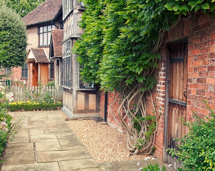 SOLO BREAKS: Stratford-upon-Avon with meals & cocktail 26/06/2021 image