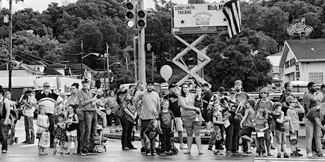 """""""Americans Parade"""", mostra fotografica di George Georgiou. biglietti"""