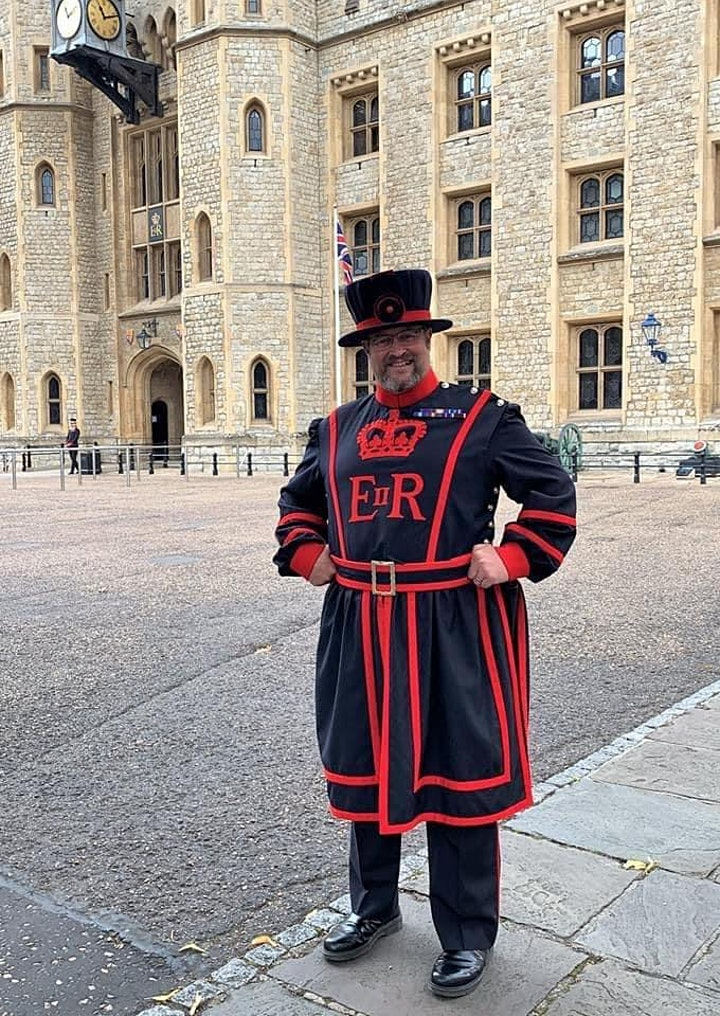 The Ravenmaster - The Corvids of The Tower of London - Chris Skaife - Zoom image