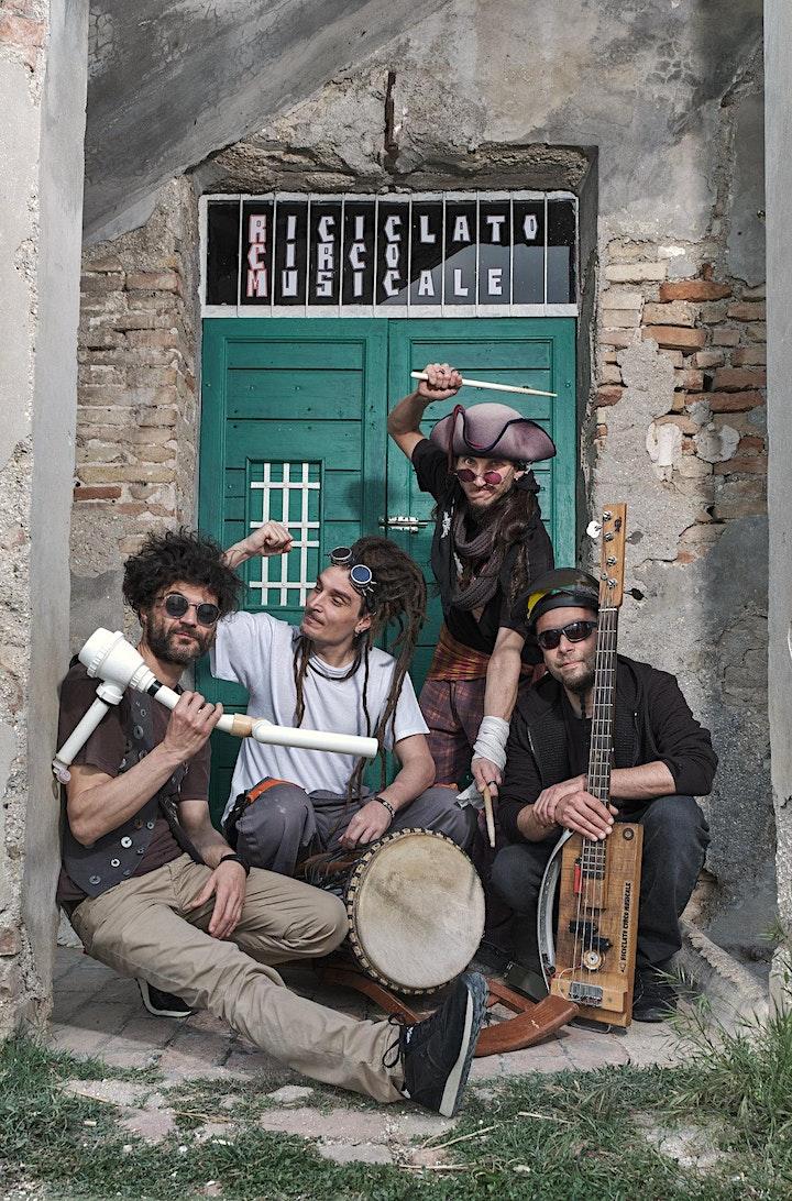Immagine Solstizio d' Estate:  Riciclato circo musicale