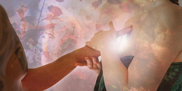 TANTRA MASSAGE AUSBILDUNG: Die Magie der bewussten Berührung: Bild