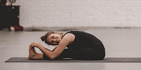 Online Yogakurs - aktivierend und offen für alle :-) Tickets