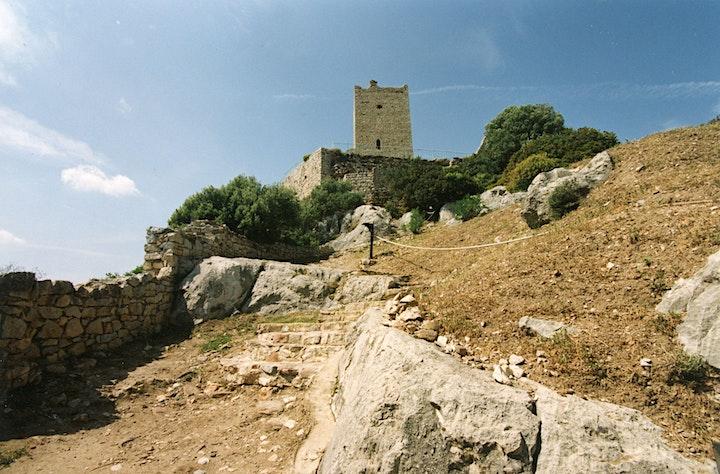 Immagine Nuraghe San Pietro, Castello della Fava e Tomba dei Giganti Su Picante