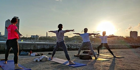 Yoga Poblenou al atardecer frente la playa entradas