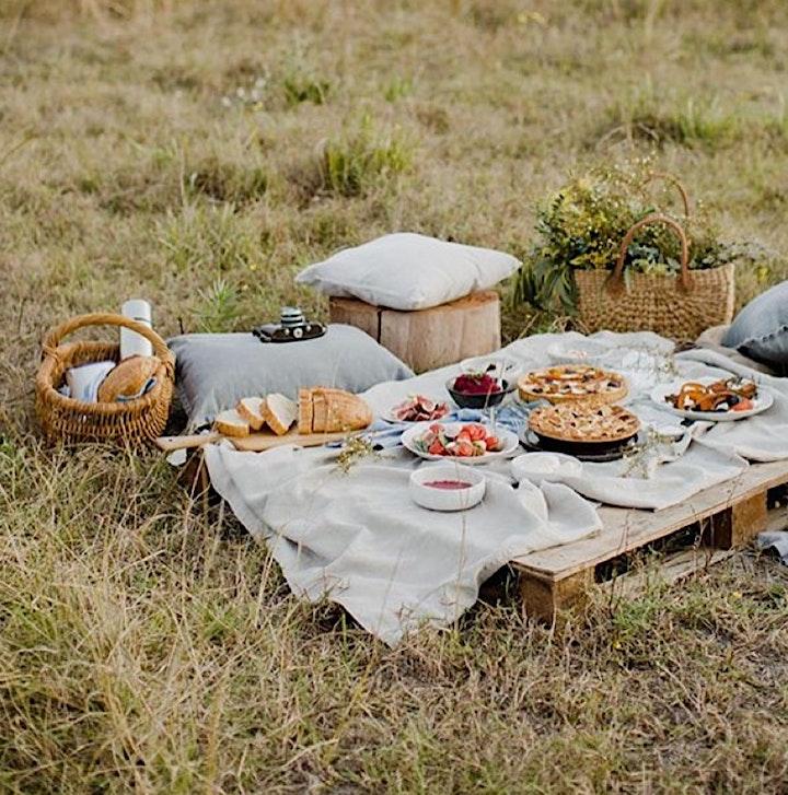 Outdoor Yoga & plantbased, glutenfree Buffet / Picknick: Bild