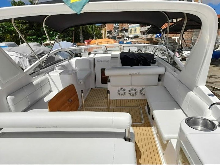 Imagem do evento Island Vibes: Sailboat or Speedboat