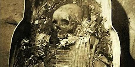 Finestres: Aigyptiaka o la Unwrapping Mummy Party d'un vespre d'estiu entradas