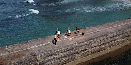 Beach Yoga Class in Cascais (Portugal) bilhetes