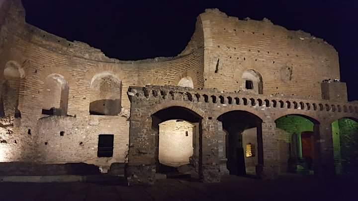 Immagine L'Appia Antica, dal tramonto alla luna: trekking notturno, yoga e picnic!