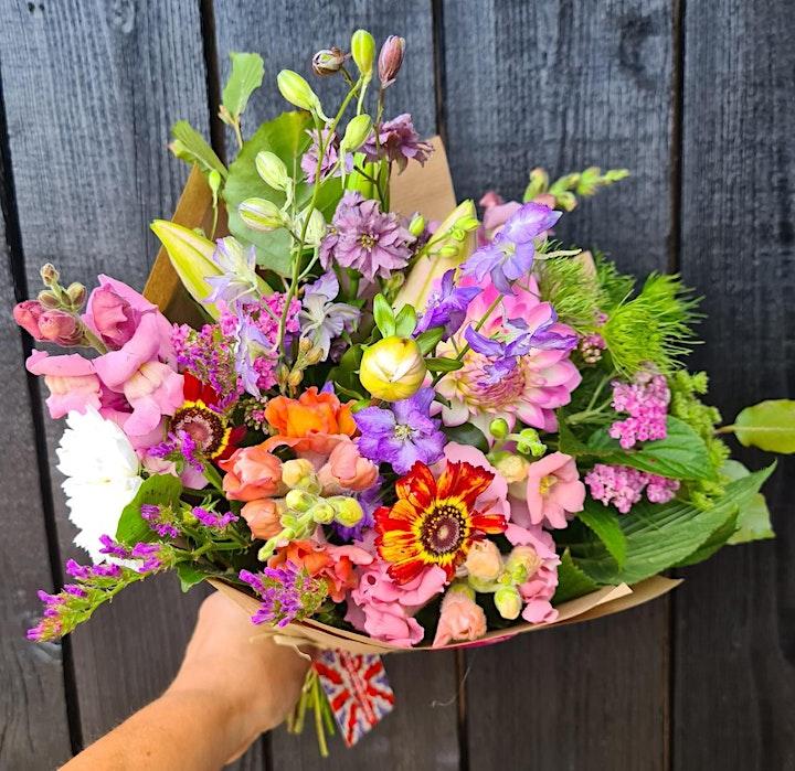 British  grown flowers handtied bouquet workshop image