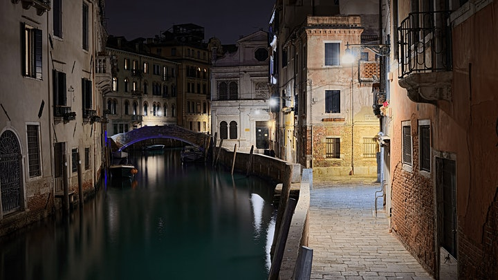 Immagine Highlights and Hidden Gems Night Tour in Venice
