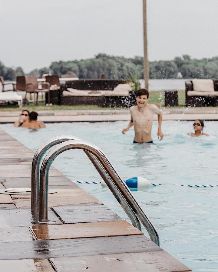 Image de Accès à la piscine