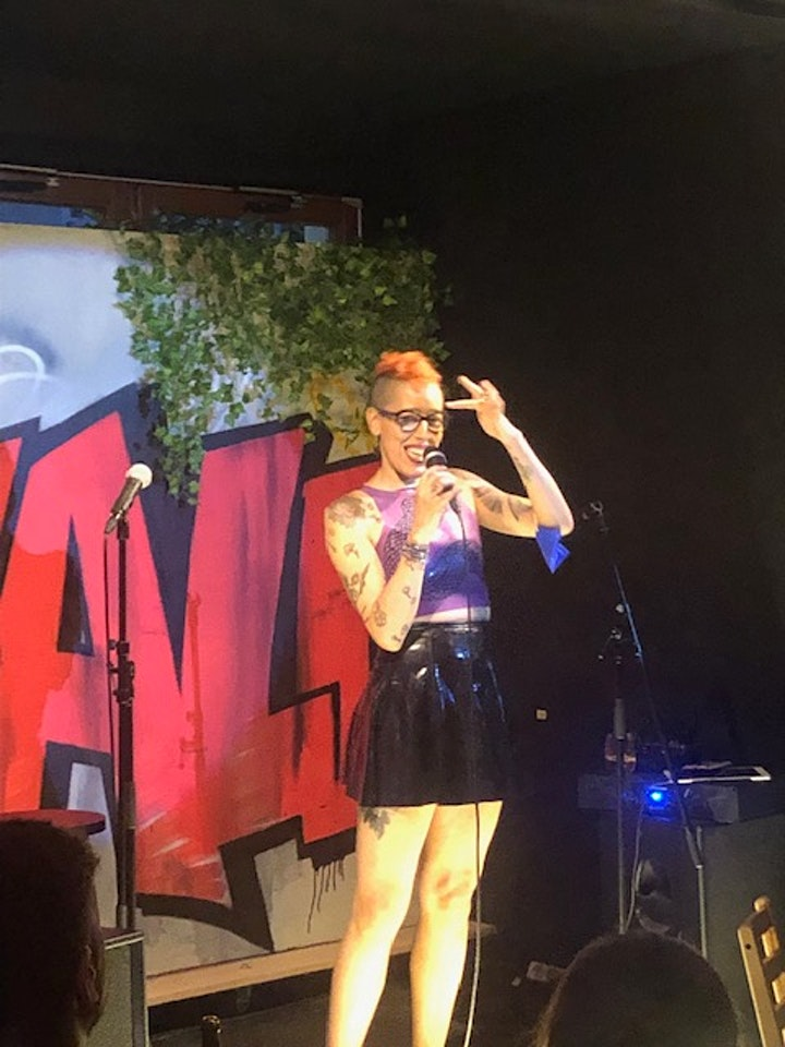 Balls to the Wall STAND UP COMEDY SHOW! Featuring Erin Crouch: Bild