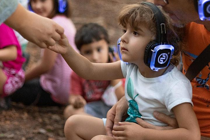 Immagine Alberi maestri Kids - performance itinerante per bambine/i