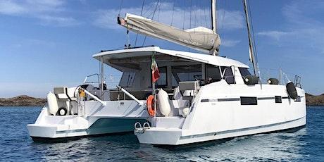 Aperitivo in barca, escursione su catamarano di lusso biglietti