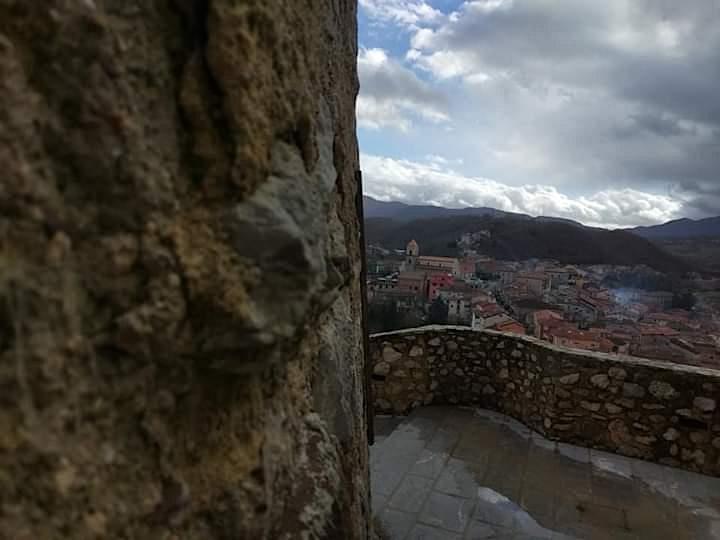 Immagine NaturArte Trekking Urbano   Il Castello   PNAL  Brienza