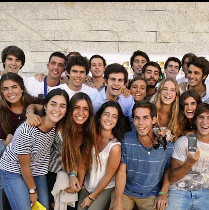 Imagen de Grupo gente joven
