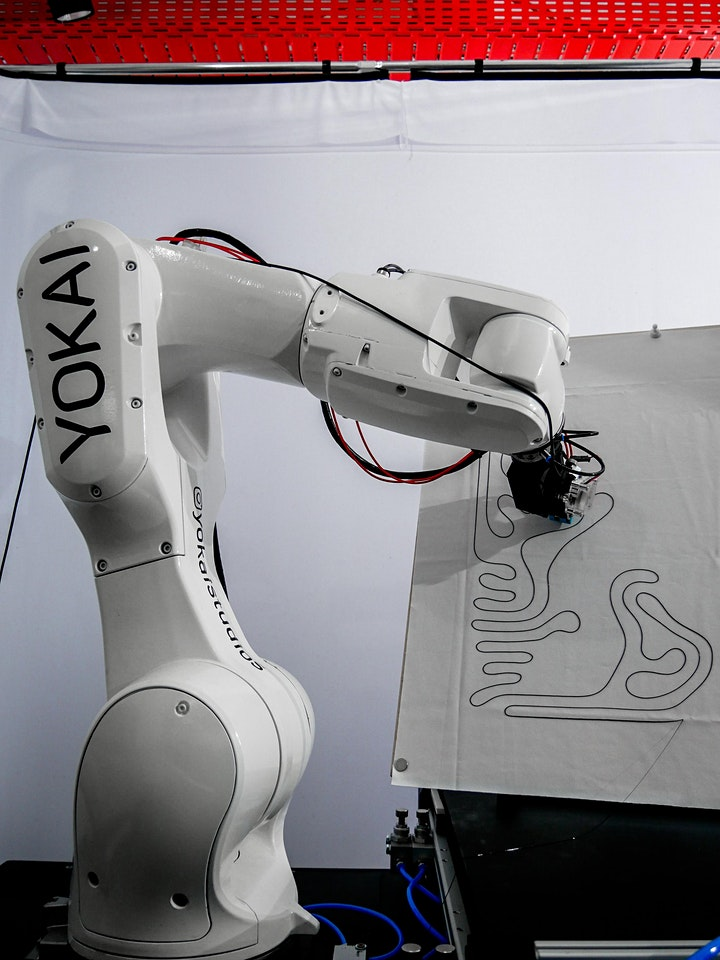 WORKSHOP: Generatives Printdesign mit dem Roboter: Bild