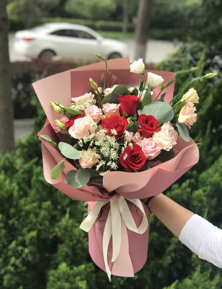 Fresh Flower Bouquet Arrangement Workshop image
