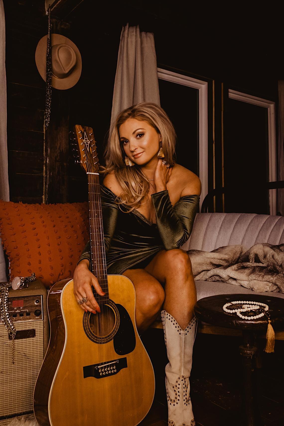 Karen Waldrup – Top Charting Nashville Country Star